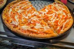 Pizza del pollo della Buffalo Fotografie Stock