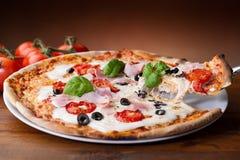 Pizza del prosciutto Immagini Stock Libere da Diritti