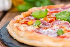 Pizza del salame Immagini Stock