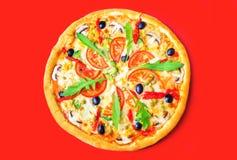 Pizza deliciosa com close-up dos vegetais imagens de stock