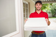 Pizza delivery man delivering pizzas Royalty Free Stock Photography
