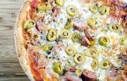 Pizza delle olive dell'artigianale Fotografia Stock