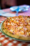 Pizza di color salmone fresca Immagini Stock