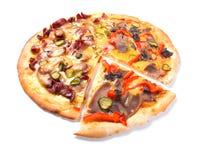 Pizza di formaggio con priorità bassa bianca, Immagine Stock