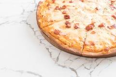 pizza di formaggio e del bacon fotografia stock