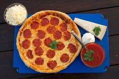 Pizza di merguez Fotografie Stock Libere da Diritti