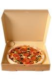 Pizza di merguez di recente al forno in una scatola di consegna Fotografia Stock Libera da Diritti