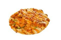 Pizza die op witte Achtergrond wordt geïsoleerd? Stock Afbeelding