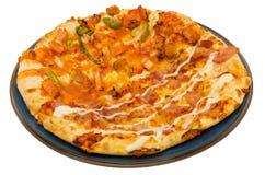 Pizza die op witte Achtergrond wordt geïsoleerd? Royalty-vrije Stock Fotografie