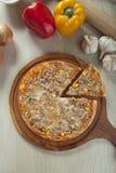 Pizza do atum Fotos de Stock Royalty Free