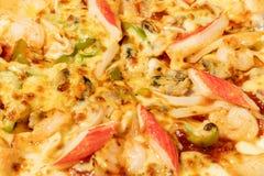Pizza do marisco em uma tabela de madeira fotos de stock royalty free