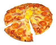 Pizza do ovo e do bacon com tomate e queijo Imagem de Stock Royalty Free