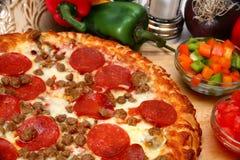 Pizza do Peperoni e de salsicha Imagem de Stock