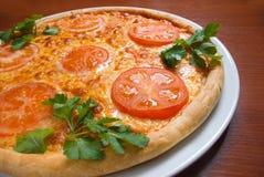 Pizza do tomate isolada Fotos de Stock Royalty Free