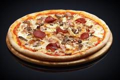 Pizza Dobierał mięso, wołowina, bekon, wieprzowina, mozzarella, kurczaka brea Fotografia Stock