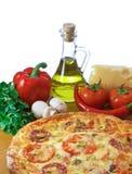 Pizza e ingredientes imagens de stock royalty free