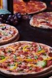 Pizza e vino italiani Immagine Stock