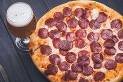 Pizza en bier Royalty-vrije Stock Fotografie