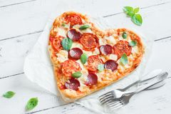 Pizza en forme de coeur Photos libres de droits