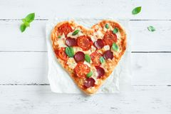 Pizza en forme de coeur Photographie stock libre de droits