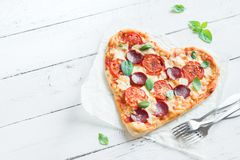 Pizza en forme de coeur Photos stock