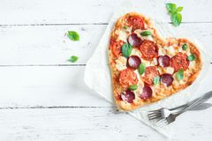 Pizza en forme de coeur Images stock