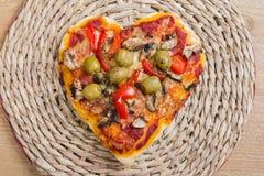 Pizza en forme de coeur Image stock