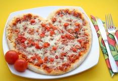 Pizza en forme de coeur Image libre de droits