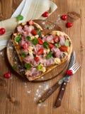 Pizza en forme de coeur Photographie stock libre de droits