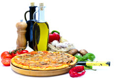 Pizza en ingrediënten Royalty-vrije Stock Foto