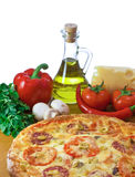 Pizza en ingrediënten Royalty-vrije Stock Afbeeldingen