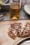 Pizza en la cocina Fotografía de archivo libre de regalías