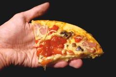 Pizza en la mano Fotografía de archivo