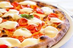 Pizza en Nápoles Imagen de archivo libre de regalías