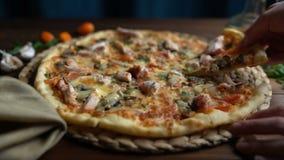 Pizza en pedazos, primer del corte almacen de video