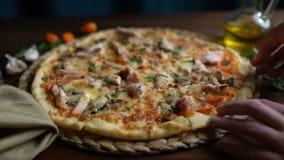 Pizza en pedazos, primer del corte almacen de metraje de vídeo