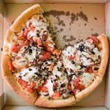 Pizza en un rectángulo Foto de archivo libre de regalías