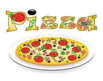 Pizza en una placa y una inscripción en ella Fotos de archivo