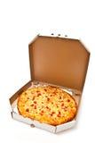 Pizza enfermée dans une boîte Images libres de droits