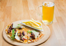Pizza et bière Photo stock