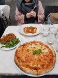 Pizza et bruschette Photographie stock libre de droits