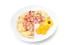 Pizza et dessert thaïlandais d'isolement sur le blanc Photographie stock