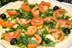 Pizza et légumes Photo stock