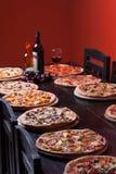 Pizza et vin italiens Images stock