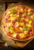 Pizza exótica del jamón y de la piña Foto de archivo libre de regalías