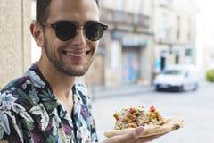 Pizza exterior antropófaga nova de sorriso foto de stock