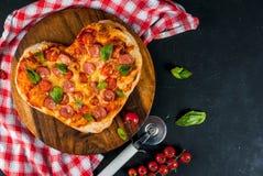Pizza för dag för valentin` s Arkivbild