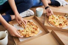 Pizza für Abendessen lizenzfreie stockfotografie