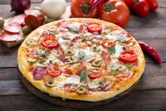 Pizza faite maison Photographie stock libre de droits