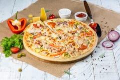 pizza faite maison délicieuse photographie stock libre de droits